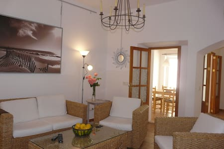 Nice two-storey house in the village center - Campos - Casa