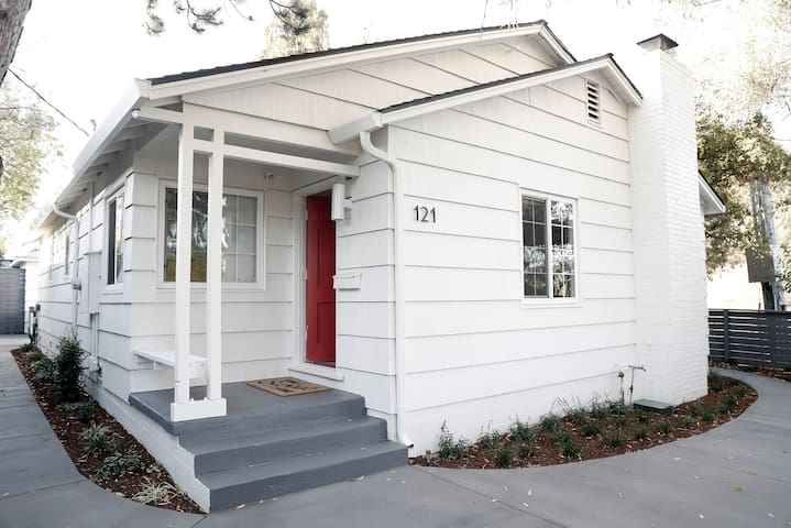 Contemporary & Convenient Mill Vly Gem w/ Hot Tub