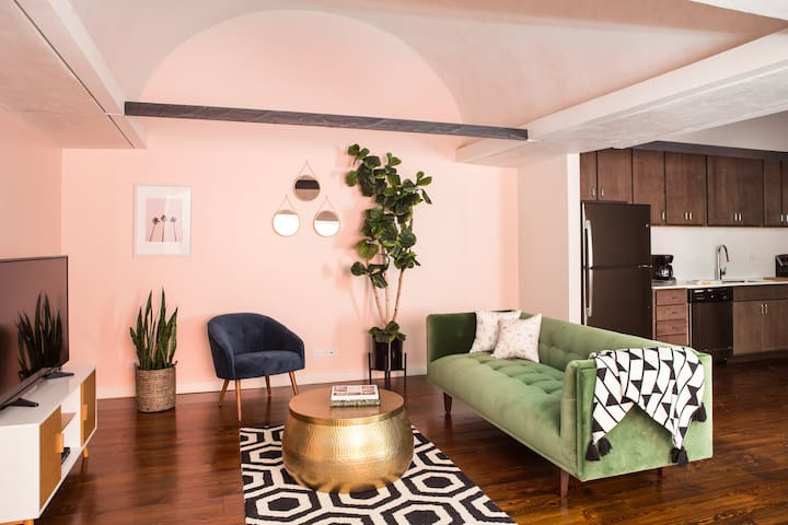 Vibrant 1BR Luxury Penthouse in C.B.D. by Sonder - Apartments for ...