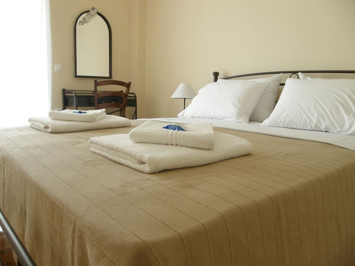 Spacious,charming room, in the heart of Athens