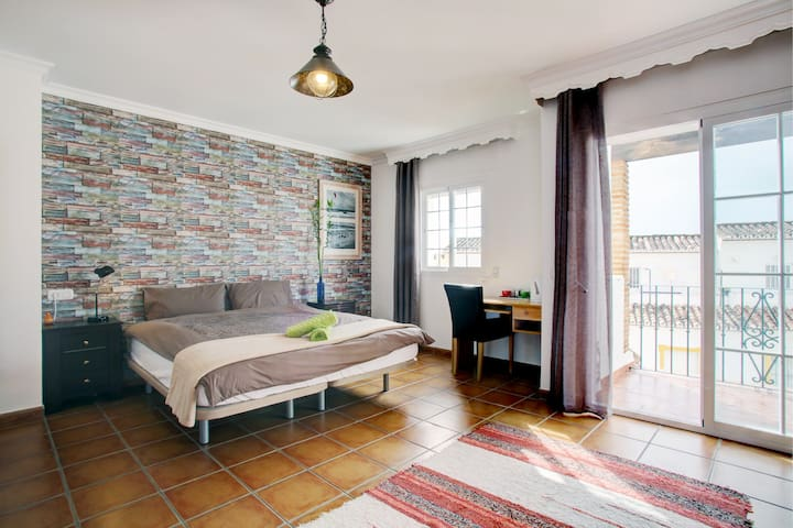 Double room with sea view in town & Yoga - Estepona