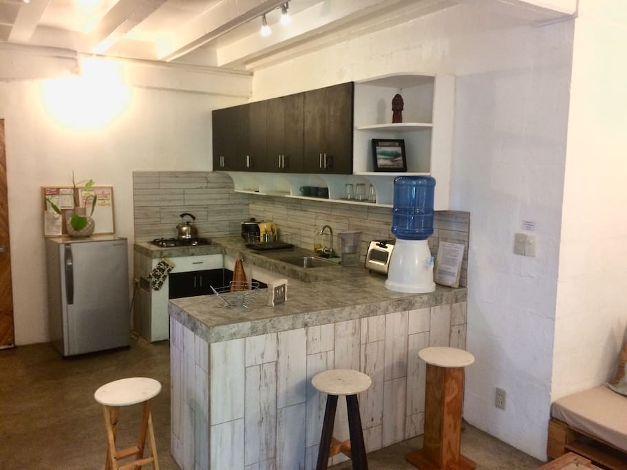 Fully equipped kitchen with water dispenser