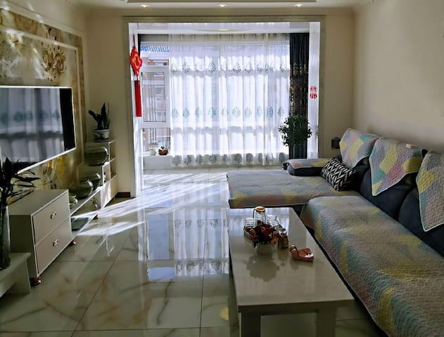 80m²精装 2室1厅1厨1.5卫  干净明亮  家的感觉  设施齐全