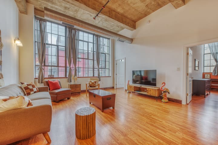 Sosuite | Contemporary 2BR 2BA Loft + discounted Parking
