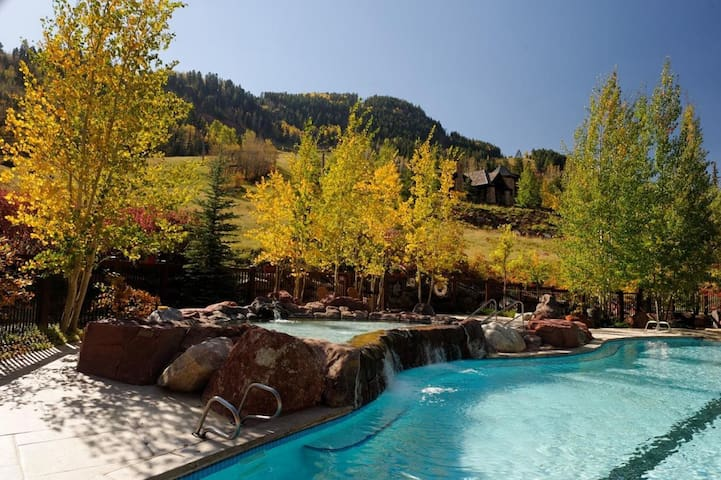 Luxury Aspen Ritz Carlton; 3 Bed / 3 Bath Condo