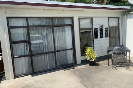 Spacious self contained Studio close to town!!