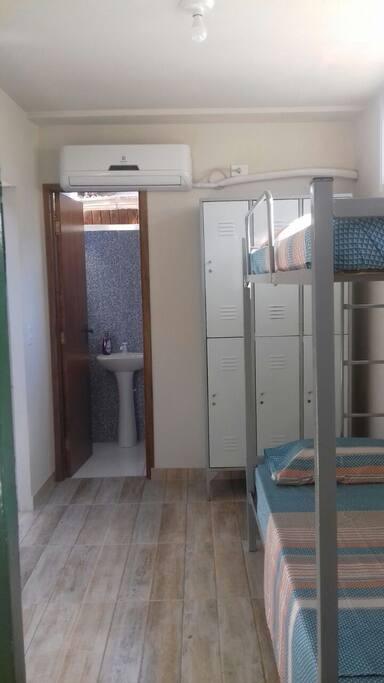 Suíte 3 beliches para 6 pessoas com ar condicionado