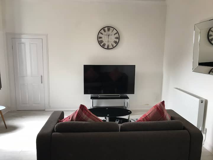 Newly Refurbished Modern 1BR Flat Near Dunfermline
