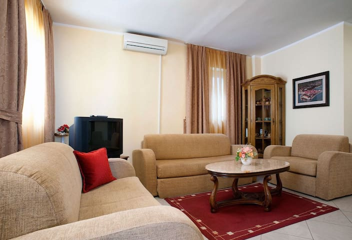 Comfort 2BD Apartment in Sveti Stefan 'Vuksic'