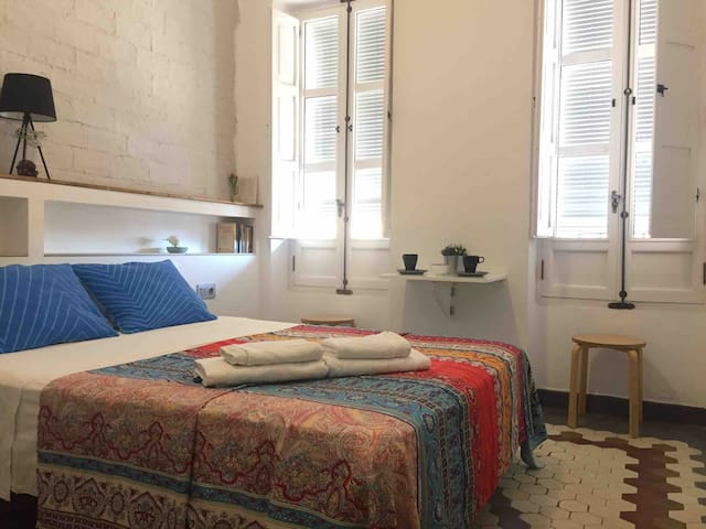Room&private bathroom close to Ruzafa LGTBFriendly