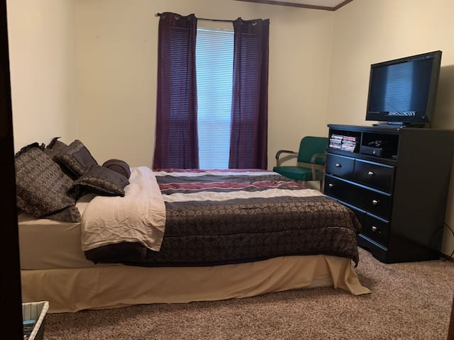 Medical district w/ bedroom and private bathroom