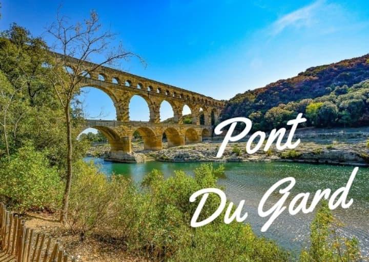 A 2 au Pont du Gard (jacuzzi intérieur + cheminée)
