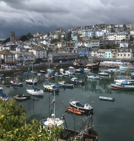Stylish cottage with stunning views of Brixham.