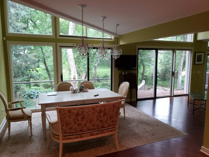 A beautiful modern house in Westwood Hills KS.