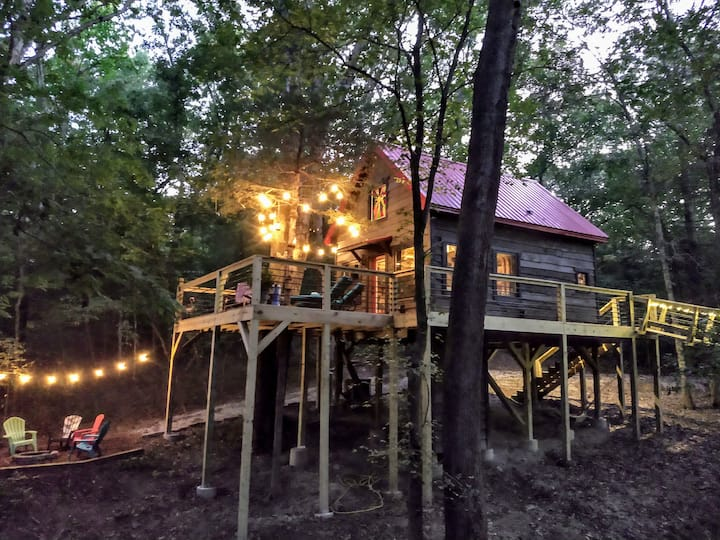 Tranquil Treehouse on Table Rock Lake