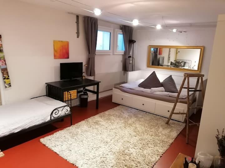 Geräumiges Zimmer mit Bad, Sauna und Aussenpool