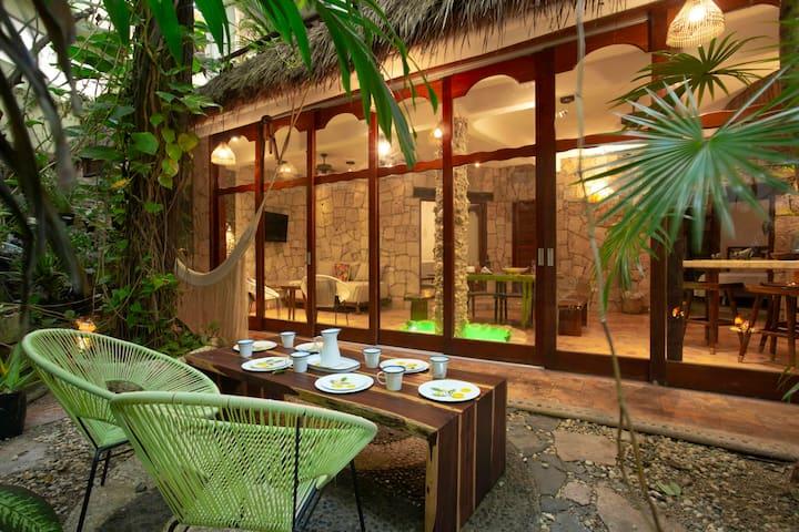 Oasis Maya casa con acceso a cenote privado en 5Av