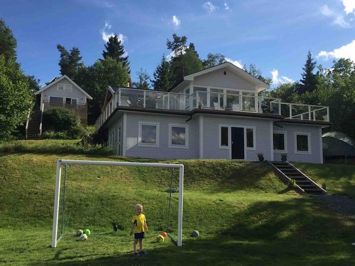 Villa Björkviken med fantastiska uteplatser