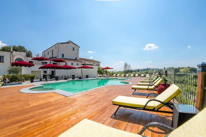Florence Villa with with Pool and Big Garden
