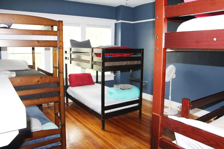 "Single bed in shared room (1) ""ATL Midtown Hostel"""
