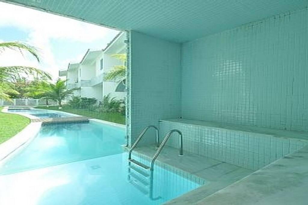 Sauna com acesso pela piscina...
