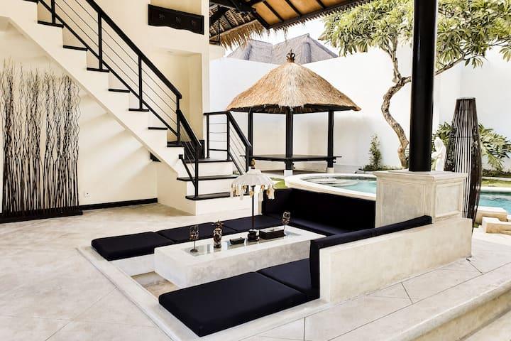 3BR Luxury Pool Villa in Seminyak Kuta #311