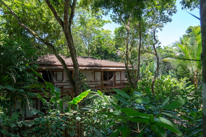 Etnia Casa Hotel - Villa Alafia  para 5 Pessoas com Vista Jardim