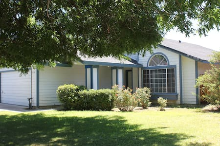 3BR/2BA House Just Off McHenry - Modesto