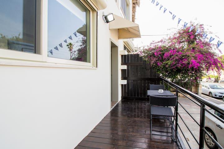 Carmel Boutique Apartments - Studio Apartment