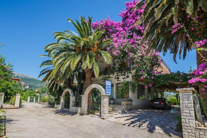Room Veronika- Pansion Adriatic (30m from beach) - Kaštel Stari - Casa