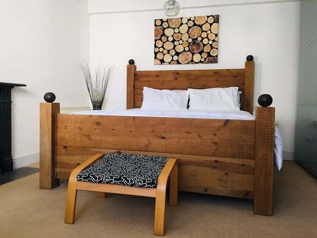 Spacious 2-bed flat - 20 seconds to the beach
