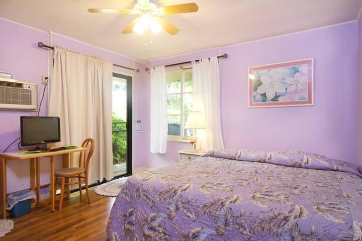 2 Bedrooms/1 Bath Unit-5 Min Walk to Kailua Beach