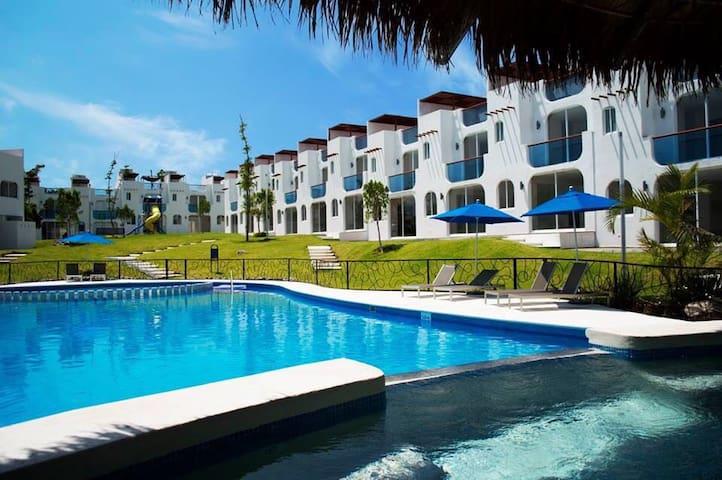 Preciosa Casa con Acceso al Lago de Teques
