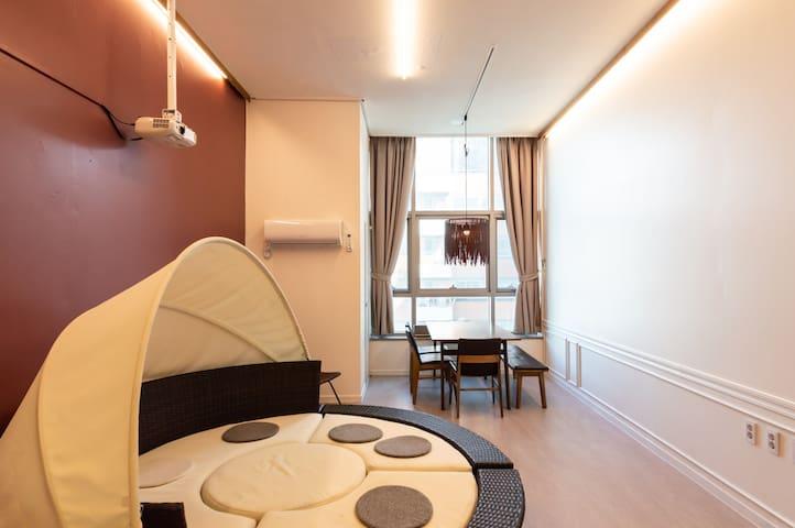 Oriental duplex with cozy! 3mins from subway! 66m2