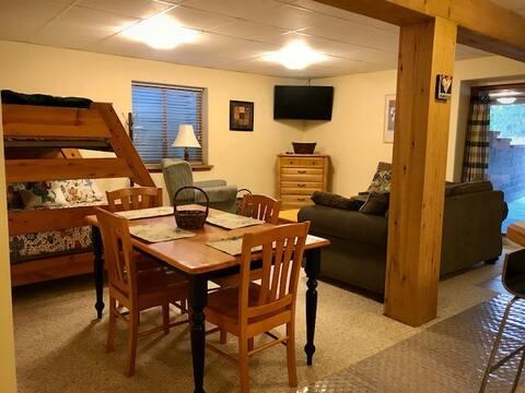 Hilltop Log Cabin Suite