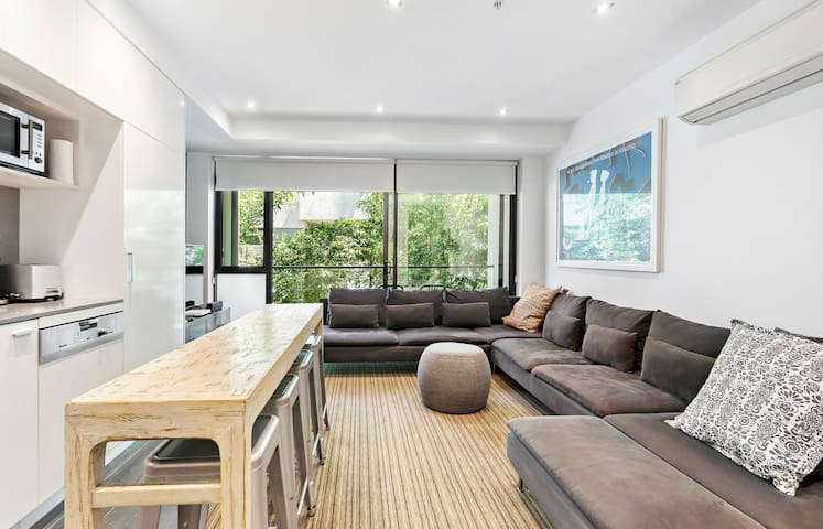 ★HEART OF ST KILDA★Balcony| Parking| 1BD