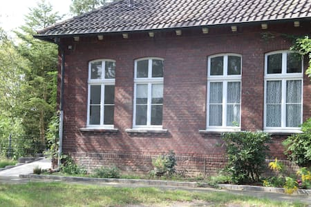 Renovierte Lehrerwohnung in einer alten Dorfschule