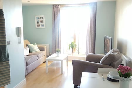 Sunny apartment with balcony in Leeds city centre - Apartamento