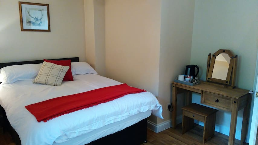 The Ship Inn,  double en-suite room, walkin shower