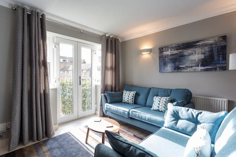 CENTRAL CAMDEN. GATED + 2 BEDROOMS!