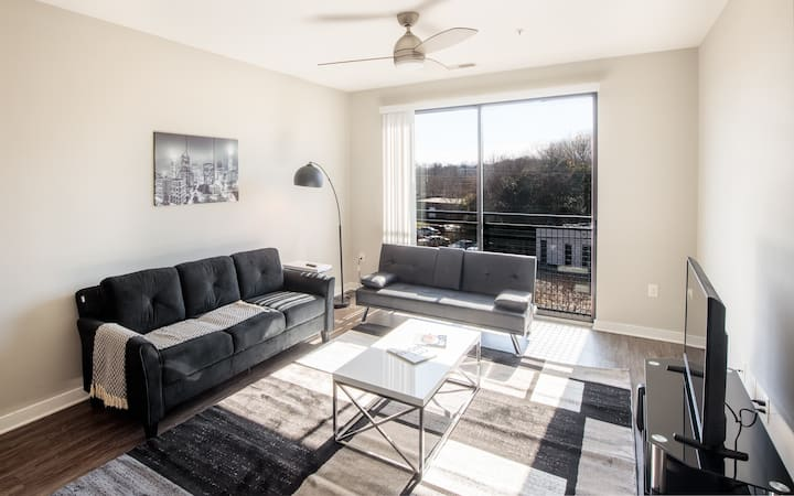 Close to Uptown, Vibrant location for guests