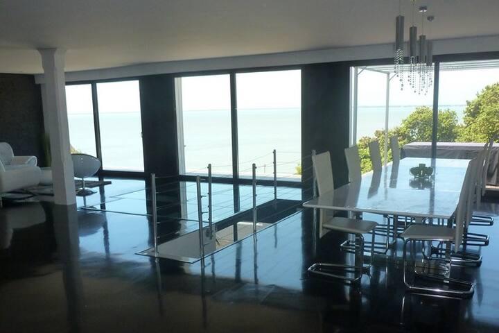Superbe villa vue mer et plage