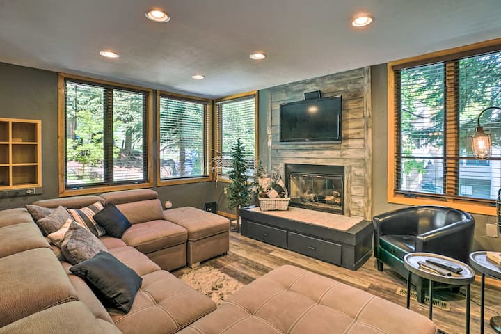 NEW! Upscale Townhome w/ Pool & Walk to Chair Lift