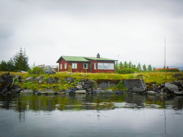 Waterfront Cottage at Lake Thingvellir