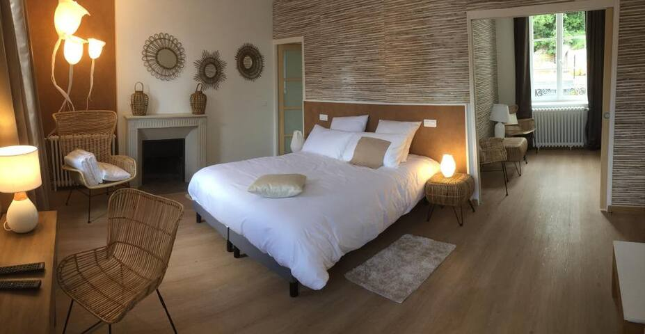 Grande chambre avec salon privé, proche Bernay