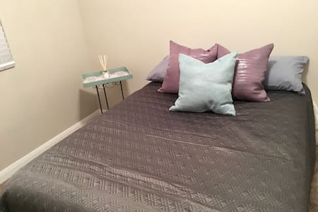Cozy Private Bedroom in New home - Ivins
