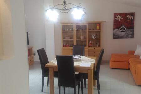 Appartamento indipendente, luminoso e centrale. - Nuoro - Huoneisto