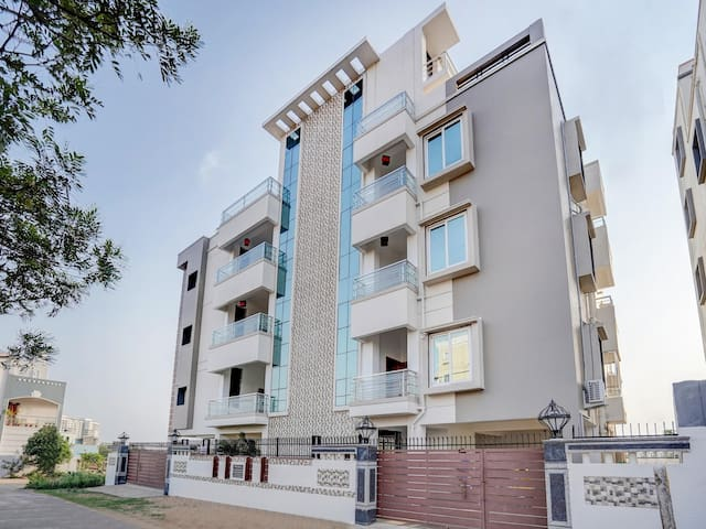 OYO - 1BR Lively Stay in the Temple city of India