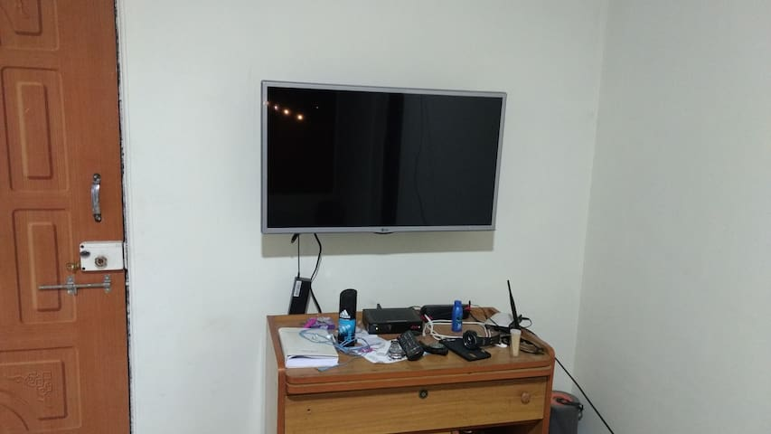 Private Room with AC and attached Bathroom. - Navi Mumbai - Flat