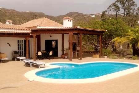 Beautiful  & private Guest House in a big Villa . - Flat